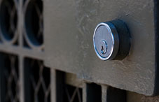 Key lock to a screen door
