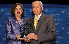 Dr. Katherine C. Nordal presented the APA Outstanding Leadership Award to Rep. Paul Tonko (D-N.Y.)