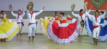 Traditional Colombian dancers performing at the congress.