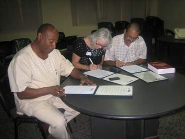 Alberto Cobian Mena, President of the Cuban Health Psychology Society, Suzanne Bennett Johnson, APA, and Lorenzo Ruiz, President of the Cuban Psychological Society, sign a Memorandum of Understanding.