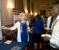 Dr. Jan Neimeier explains her TBI research to congressional staff